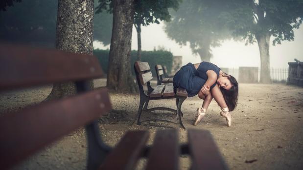 ballet_girl_pointe_shoes_parks_benches_desktop